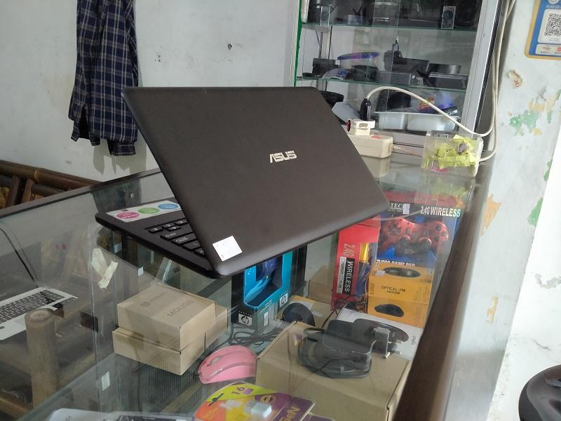 Asus E203NAH Celeron N3350 Intel HD ISTIMEWA