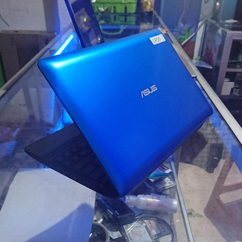 Asus Eee PC 1015E Netbook kecil Grafis Tajam 512MB