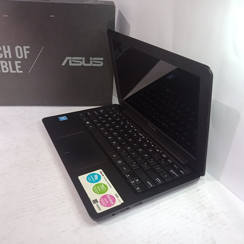 Asus Notebook E202SA Celeron CPU N3060