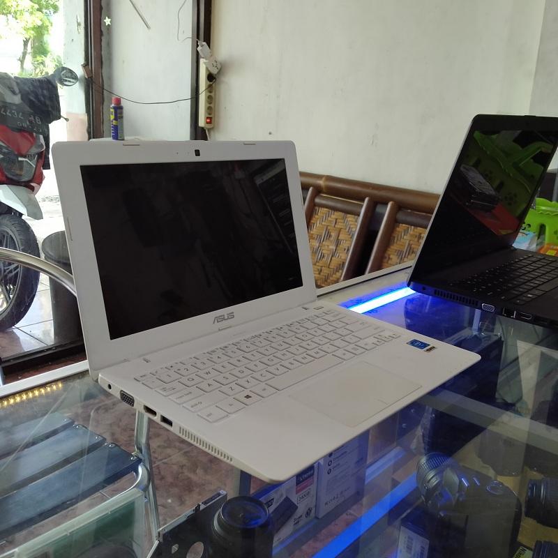 Asus X200MA celeron N2840 Intel HD Slim Unyu Unyu