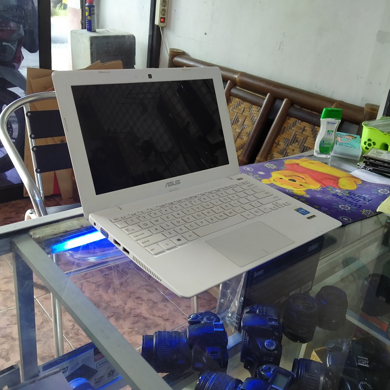 Asus X200MA celeron N2840 Intel HD Slim ISTIMEWA