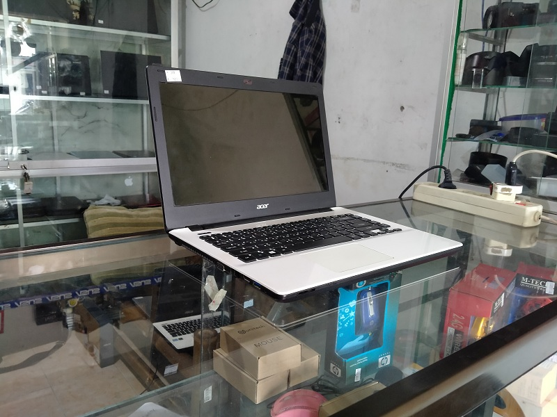 Laptop Multimedia Acer E5 Core i3 4th Intel HD RAM