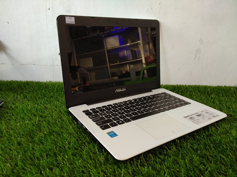 Laptop Multimedia Asus X455L Core i3-4005U ISTIMEW