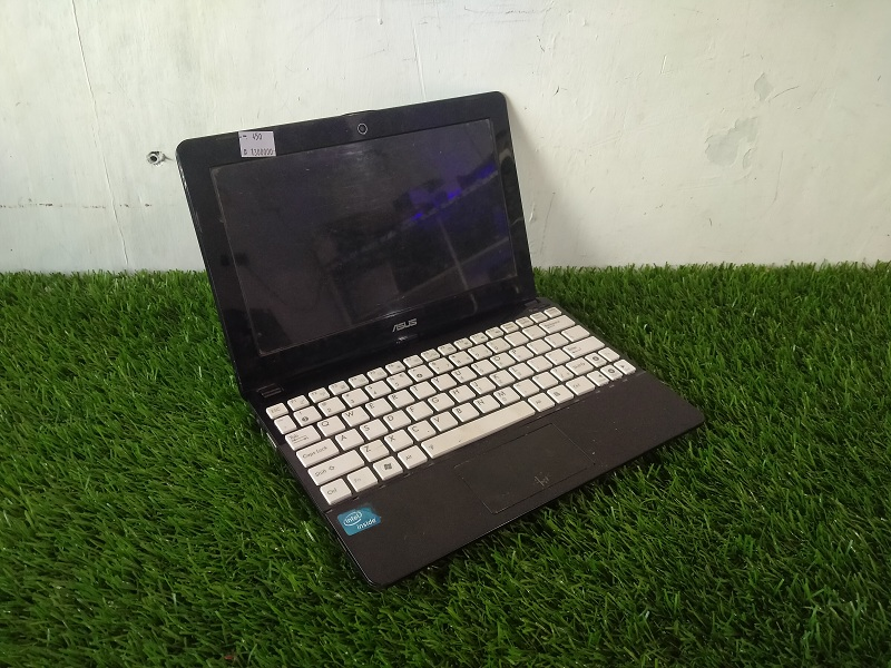 Notebook Asus EEPC Celeron CPU 847 Intel HD