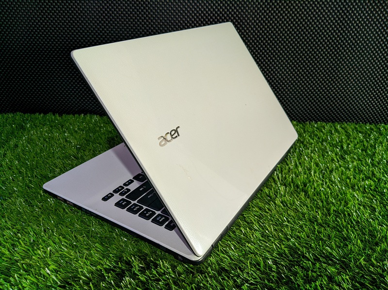 ACER E5-471 core i3 haswell Ram 2GB
